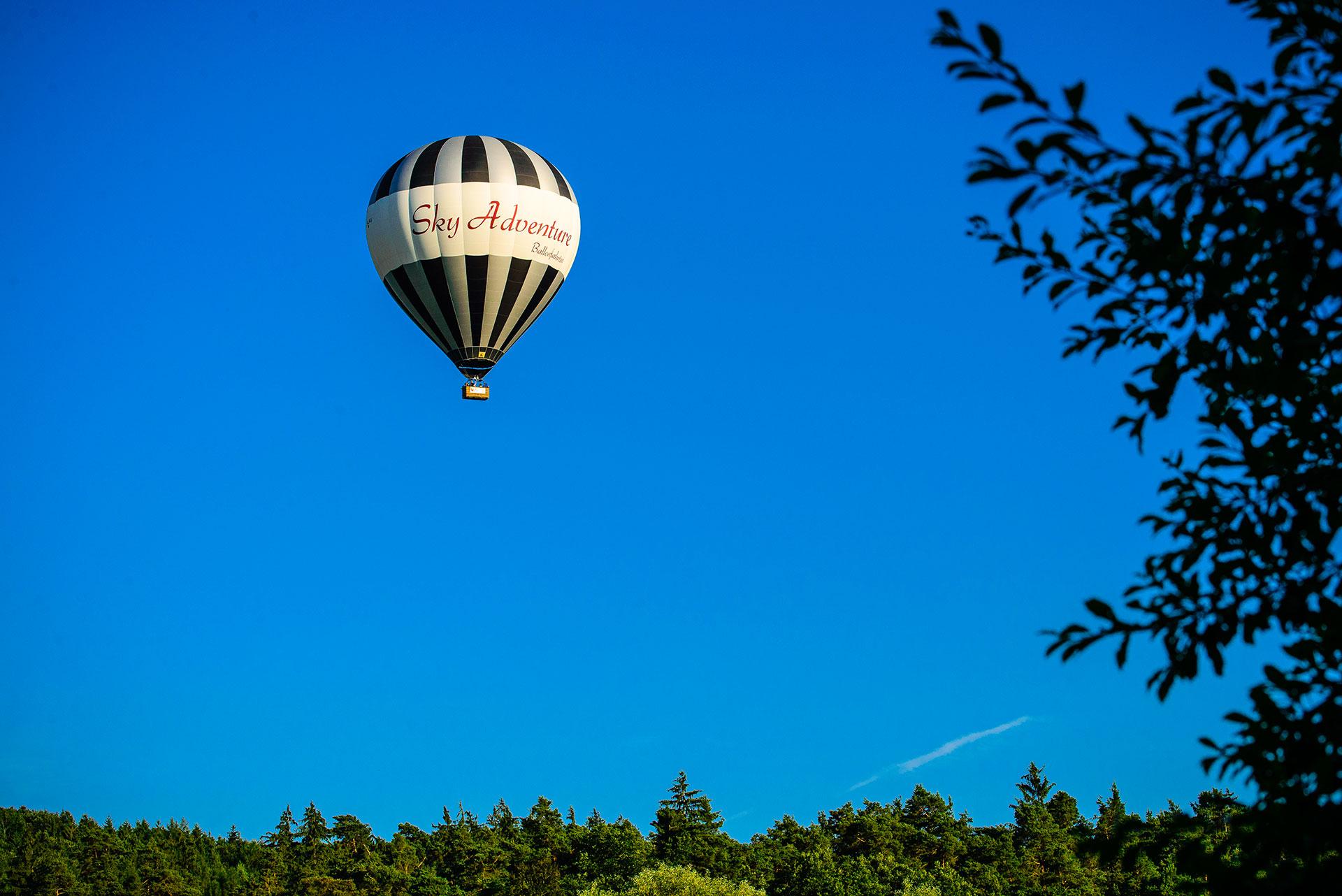 Ballonfahrt in Bodennähe